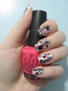 strips and dots retro nail design