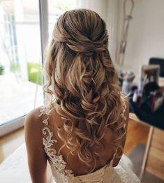 romantische brautstyling by me greatwist hochzeit brautfrisur br Bridal Gowns is part of braids - Bridal Gowns Best Wedding Hairstyles, Homecoming Hairstyles, Bride Hairstyles, Down Hairstyles, Hairstyle Ideas, Prom Hairstyles For Long Hair Half Up, Hair For Prom, Curly Prom Hair, Prom Hair Down