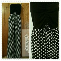 Sleeveless jumpsuit Black & White polka-dot jumpsuit with draw string in front makes the top gather together. This jumper also  side pockets. Wide legs to give you a little more comfortable  95% polyester  5%   spandex.    FIRM PRICE Pants Jumpsuits & Rompers
