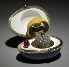 Lapis lazuli Hen Fabergé Egg (1886)  presented by Alexander III to Czarina Maria Fyodorovna (photo 2 of 2 showing inside the egg)