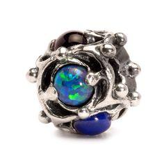 Iniziamo il 2015 con... pietre preziose accostate per formare il simbolo della Sapienza: l'opale per la fedeltà, l'ametista per la tranquillità, il granato per la devozione e la grazia, il lapislazzuli per l'abilità ed il turchese per il coraggio ed il successo! http://www.gioielleriagigante.it/categoria-prodotto/gioielli-donna/trollbeads/