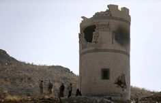 Photos of the day - January 20, 2015 : Houthi fighters stand near a damaged guard post at a Presidential Guards barracks they took over on a mountain overlooking the Presidential Palace in Sanaa January 20, 2015. (REUTERS/Khaled Abdullah)