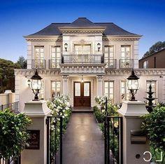 30 Amazing Exterior Home Design Idea With Villa Style - Dream House Dream Mansion, Dream Homes, Dream House Exterior, Classic House Exterior, House Entrance, Apartment Entrance, Entrance Ideas, Grand Entrance, Dream Home Design