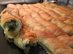 Zouzounomageiremata: Swivels with spinach and leek ! Pita Recipes, Greek Recipes, Vegan Recipes, Cooking Recipes, Greek Pita, Eat Greek, Greek Spinach Pie, Spinach And Feta, Stuffed Grape Leaves