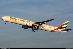 High quality photo of A6-EMN (CN: 29063) Emirates Boeing 777-31H by sas1965
