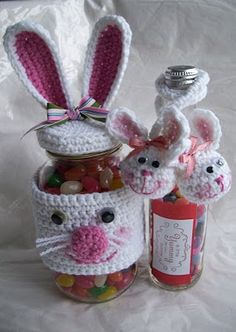 CROCHET BUNNY JAR What's better than boring Jelly Beans in a Crochet Carrot Jar? Boring Jelly Beans in a Crochet Bunny Jar. heck, for that matter, why don't we put some Whoppers in there instead. Crochet Easter, Easter Crochet Patterns, Holiday Crochet, Crochet Gifts, Easter Projects, Easter Crafts, Easter Gift, Easter Bunny, Spring Crafts