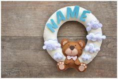 He encontrado este interesante anuncio de Etsy en https://www.etsy.com/es/listing/236565780/name-wreath-nursery-decor-personalized