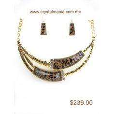 Set de collar y aretes en base dorada con cristales y detalle atigrado estilo 30255