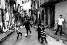 Guarda anche tu le foto del progetto di Maria Pansini del concorso LEICA PHOTOGRAPHERS AWARD 2013. Mi piace!