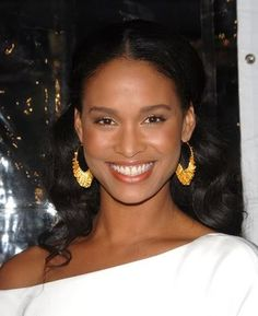 Joy Bryant Natural Look - Perfect face for White Outfit and Gold accessories Beautiful Smile, Beautiful Black Women, Joy Bryant, Kerry Washington, Dark Skin Tone, Gold Accessories, Black Girls Rock, White Outfits, Natural Looks