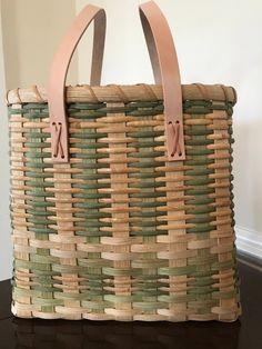 Plant Basket, Bamboo Basket, Weaving Art, Hand Weaving, Basket Weaving Patterns, Wicker Bedroom, Weaving Techniques, Storage Baskets, Basket Ideas