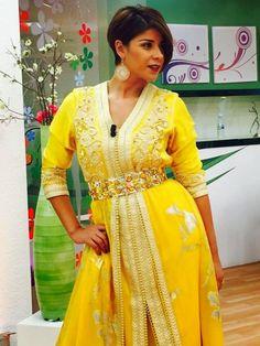 Caftan Jaune 2015 porté par Leila Hadioui lors de l'émission Sabahiyat sur TV 2M . Découvrez d'autres photo de Leila Hadioui en caftan Marocain de luxe sur notre boutique en ligne :  caftan-in-maroc.blogspot.com