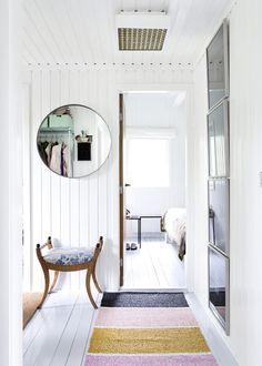 area rug & mirror