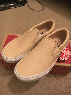 66967d2e8e03 Unisex Adult Shoes · NEW Vans Classic Slip On Leather Frappe Peach   White  - Womens Sz 7   M