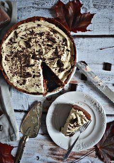 CZEKOLADOWE CIASTO Z KAWOWYM KREMEM MASCARPONE - BEZ PIECZENIA! 200 Calories, Pavlova, Dessert Recipes, Desserts, Cheesecake, Good Food, Food And Drink, Sweets, Baking