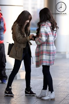 Taeyeon and Tiffany from GIRLS' GENERATION
