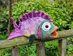 Gone Felting: Tropical Fish - Tutorial cichlids fish fish fish Betta reefs aquarium fish fish sharks Needle Felted Animals, Felt Animals, Fabric Fish, Felt Puppets, Felt Fish, 3d Figures, Needle Felting Tutorials, Fish Crafts, Wool Art