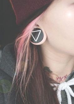 I carry your heart with me. I carry it in my heart. And she has a Green Day tattoo (the three little X's)!!!!!!!!!!