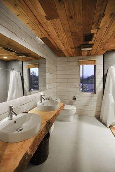 Image 19 of 26 from gallery of 510 Cabin / Hunter Leggitt Studio. Courtesy of Hunter Leggitt Studio Bathroom Vanity Designs, Rustic Bathroom Vanities, Bathroom Shelves, Modern Bathroom, Bathroom Ideas, Bathroom Basin, White Bathroom, Cabin Homes, Log Homes