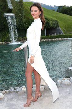 Diện váy xẻ cao quyến rũ như Miranda Kerr