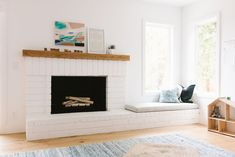 We don't do a ton of house tours around here, but I couldn't help but show you the bright, minimal yet warm home of EHD alum Samantha Gluck. Fireplace Seating, Home Fireplace, Fireplace Design, Fireplaces, Fireplace Ideas, Minimal House Design, Minimal Home, Modern Playroom, Home Decor Inspiration