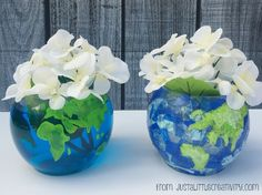 A Glimpse Inside: Two Ways to Create a World Globe Vase for Earth Day Globe Projects, Globe Crafts, Vbs Crafts, Fun Projects, Crafts For Kids, Around The World Theme, We Are The World, Earth Day Crafts, Earth Day Projects