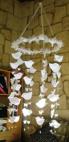 movil bebe pajaros y mariposas de papel Paper Flower Art, Paper Flowers, First Communion Decorations, Christmas Crafts, Christmas Decorations, Baptism Party, Flower Ball, Ideas Para Fiestas, Christen