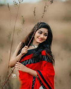 Indian Photoshoot, Couple Photoshoot Poses, Cute Girl Poses, Cute Girls, Girls Dp, Girl Photo Shoots, Girl Photo Poses, Girl Pictures, Girl Photos