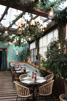 Looking for where to dine and wine on your next trip to Paris? We've gathered a list of beautiful restaurants in Paris to enjoy. Cafe Shop Design, Bar Design, Restaurant Interior Design, Shop Interior Design, Bistro Interior, Restaurant Furniture, Libanesisches Restaurant, Outdoor Restaurant Design, Backyard Restaurant