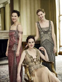 Downton Abbey style: the sisters for Vogue. Lady Sybil Crawley, Lady Edith Crawley, and Lady Mary Crawley. Played by Jessica Brown Findlay, Laura Carmichael, and Michelle Dockery. Downton Abbey Cast, Downton Abbey Costumes, Downton Abbey Fashion, Sybil Downton, Michelle Dockery, 20s Mode, Laura Carmichael, Jessica Brown Findlay, Look Retro
