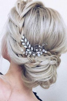 Wedding Hairstyles Medium Hair Braided Graduation Updo Hairstyles picture 2 - Here are gorgeous prom and graduation hairstyles to make you look like a supermodel. And your graduation night will be such a memorable occasion. Debs Hairstyles, Wedding Hairstyles For Long Hair, Weave Hairstyles, Hairstyles For Graduation, Short Formal Hairstyles, Classy Updo Hairstyles, Strapless Dress Hairstyles, Bridal Hairstyle, Hairstyle Ideas