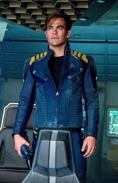 Captain Kirk, Star Trek Beyond. Star Trek 2009, New Star Trek, Star Trek Beyond, Star Trek Tos, Star Wars, James T Kirk, Star Trek Reboot, Star Trek Captains, Star Trek Into Darkness