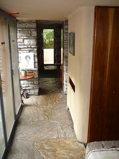 Fallingwater - Frank Lloyd Wright love the stone floor Falling Water Frank Lloyd Wright, Frank Lloyd Wright Style, Frank Lloyd Wright Buildings, Architecture Images, Beautiful Architecture, Fallingwater Interior, Falling Water House, Pennsylvania, Architect Design