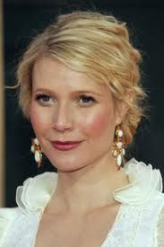 Check out pictures of actress Gwyneth Paltrow hair and hairstyles. Paltrow is an Academy Award-winning actress. Gwyneth Paltrow has long, straight, blonde hair. Gwyneth Paltrow, Big Earrings, Statement Earrings, Silver Eyeliner, Dramatic Classic, Bangs, Classic Style, Muse, Hair Makeup