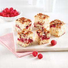 Carrés aux framboises, chocolat blanc et amandes - Les recettes de Caty Cupcake Cakes, Cupcakes, Krispie Treats, Mousse, Biscuits, Cheesecake, Cookies, Desserts, Food