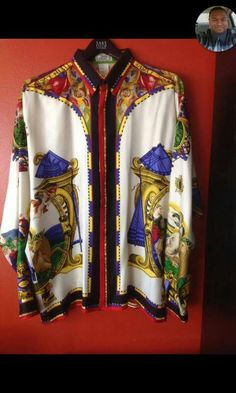 Beautiful Atelier Versace, Gianni Versace, Versace Shirts, Trophy Wife, Baroque Fashion, Blouse Styles, Casual Shirts, Vintage Outfits, Kimono Top