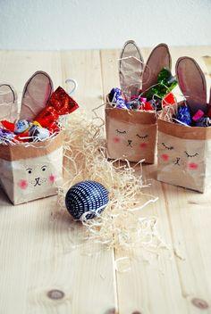 Egg Holder, Easter Eggs, Kindergarten, Paper Crafts, Ideas, Bricolage, Mini Mouse, Easter Food, Paper Crafting