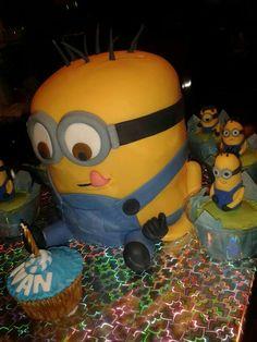 Torta Minions...con cupcakes