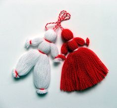 Easy martenitsa - for Baba Marta Day Yarn Crafts, Diy And Crafts, Crafts For Kids, Baba Marta, Yarn Dolls, Knitted Hats, Christmas Ornaments, Knitting, Decoration