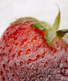 all you ever wanted to know about growing, freezing and preserving strawberries Low Calorie Smoothies, Low Calorie Drinks, Healthy Low Calorie Meals, Yummy Smoothies, Low Calorie Recipes, Smoothie Recipes, Healthy Recipes, Strawberry Peach Smoothie, A Food