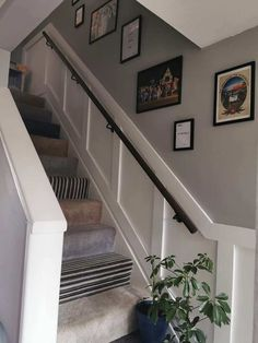 Woman transforms her drab staircase with stylish wood panelling and the whole look only cost her – The US Sun Staircase Molding, Stair Paneling, Wooden Panelling, House Staircase, Staircase Remodel, Stair Walls, Staircase Makeover, Hallway Walls, Staircase Design