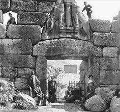 Schlieman and company at de Mycean Lions Gate