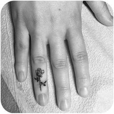 I don't usually like finger tattoos, but this is cute.