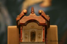 Miniature cabinet made into a 1:144 scale roombox. #dollshouse #dollhouse #dollshouseminiatures #miniatures #montheron