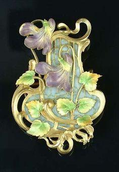 An Art Nouveau gold and enamel plaque violet brooch ~ 1900