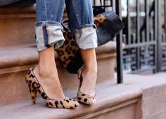 cuffed jeans with leopard pumps, yes! Love these leopard heels! Crazy Shoes, Me Too Shoes, Mode Style, Style Me, Shoes Style, Mode Shoes, Leopard Pumps, Cheetah Heels, Leopard Blazer