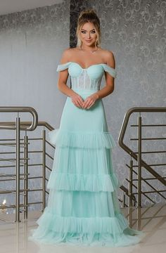 30 tiffany dresses for bridesmaids, 30 tiffany party dresses for bridesmaids long tiffany green dress with structured bodice. Elegant Prom Dresses, Strapless Dress Formal, Beautiful Dresses, Evening Dresses, Formal Dresses, Long Dresses, Vestidos Tiffany, Tiffany Dresses, Ball Dresses