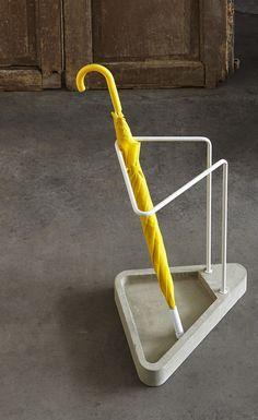 Portaombrelli in acciaio inox e cemento WAITING Collezione Objectives by Atipico design Federico Angi