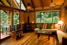 Tree House accommodation in Tropical North Queensland http://whi.lastminute.com.au/data/images/4388/prop-img-full-h8560fca-1pfyjxy885y4g.jpg