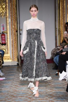The complete Huishan Zhang Fall 2018 Ready-to-Wear fashion show now on Vogue Runway.